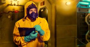Impiegato della sicurezza in una centrale nucleare