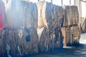 Balle di rifiuti industriali pronte per il riciclo