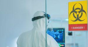 laboratorio di analisi impegnato in materiali cancerogeni